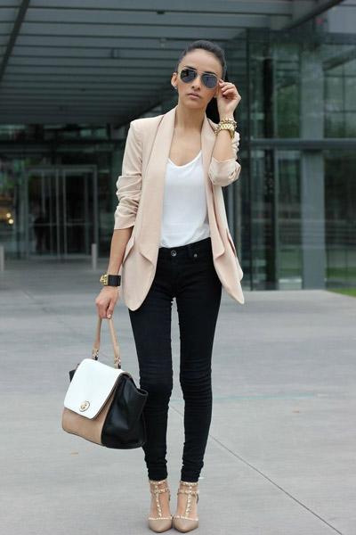 С чем носить черные джинсы весной