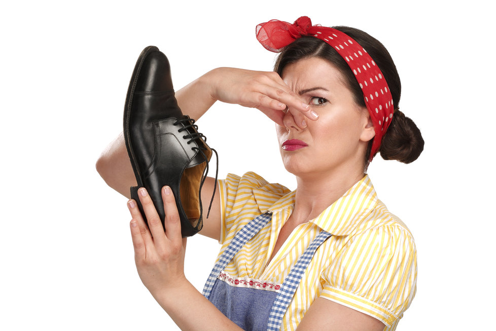 Как убрать запах обуви в домашних условиях